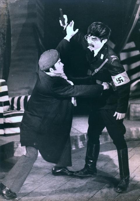 Ảnh hiếm của NSƯT Phạm Bằng trên sân khấu kịch hơn 40 năm trước - Ảnh 6.
