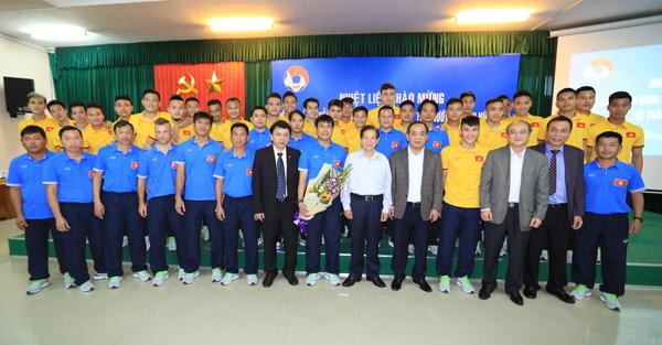 Nguyên Chủ tịch nước Nguyễn Minh Triết thăm và động viên các ĐT Việt Nam - Ảnh 5.