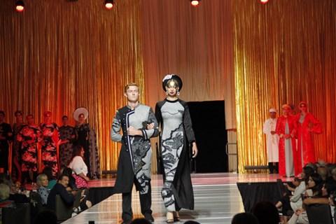 NTK Võ Việt Chung đoạt giải Nhà thiết kế xuất sắc của năm - Ảnh 6.