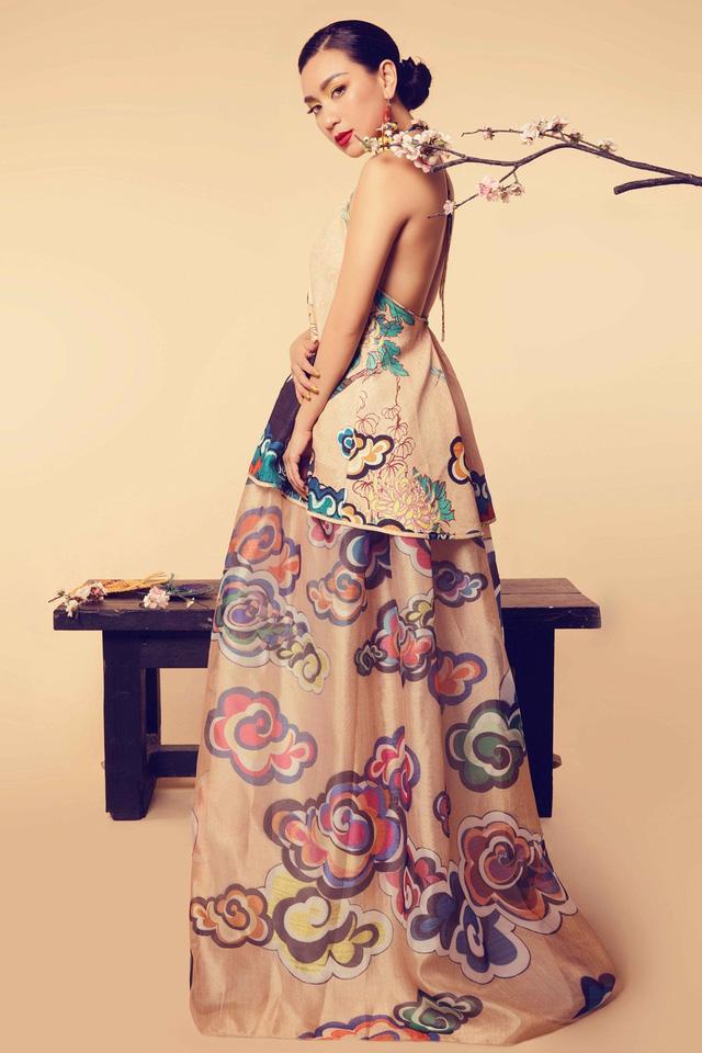 Nữ hoàng ảnh lịch Y Phụng đài các với váy yếm cách điệu - Ảnh 6.
