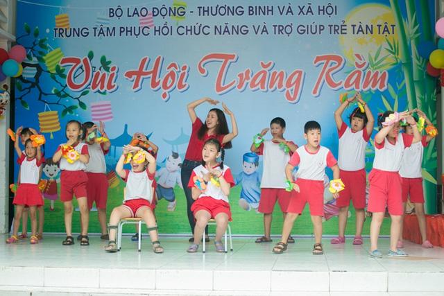 Chi Pu đón Trung thu cùng 150 trẻ khuyết tật - Ảnh 6.