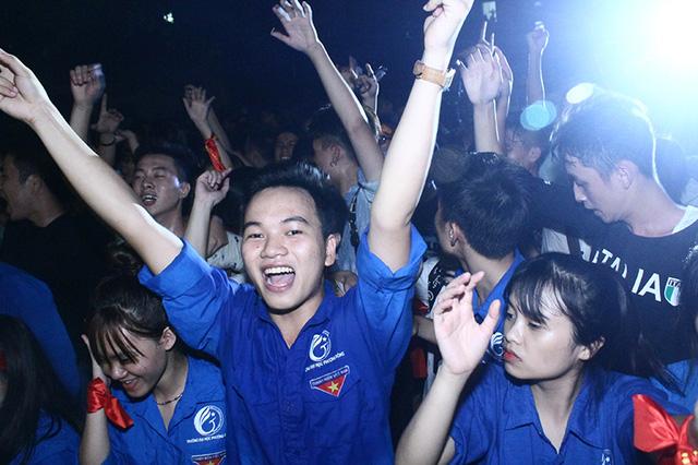 Đêm rock máu lửa của Ngũ Cung và sinh viên Hà Nội - Ảnh 6.