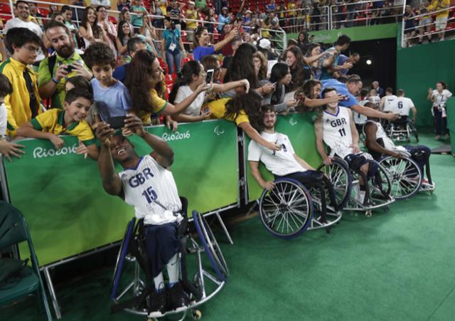 Những khoảnh khắc đắt giá nhất của Paralympic Rio 2016 - Ảnh 6.