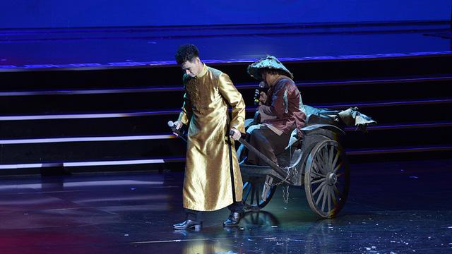 Xuân Hinh múa hầu đồng khiến khán giả choáng ngợp - Ảnh 6.