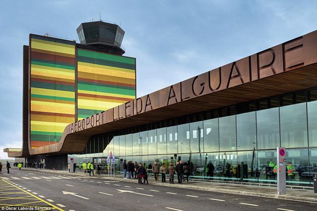Những sân bay ấn tượng khiến du khách dù bị trễ chuyến cũng thấy... vui lòng - Ảnh 7.