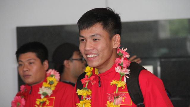 U19 Việt Nam rạng rỡ về nước sau chiến công lịch sử - Ảnh 7.