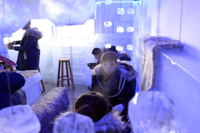 Giới trẻ Sài Gòn thích thú với quán cà phê lạnh -10 độ C - Ảnh 12.