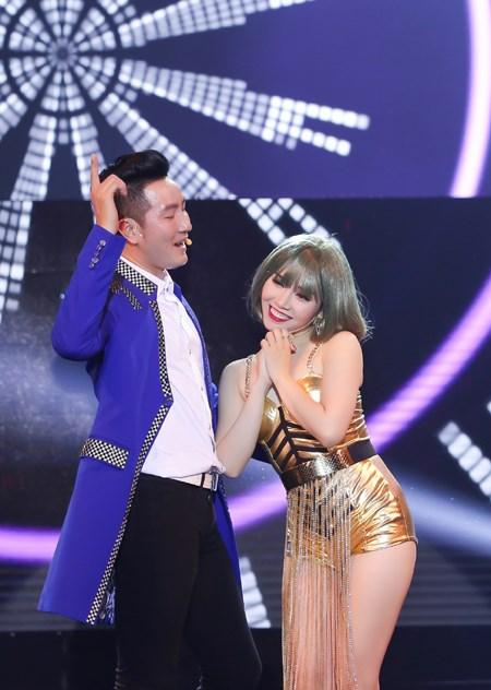 Minh Trang Ly Ly khóc trong liveshow khi hát ca khúc về cha - Ảnh 7.