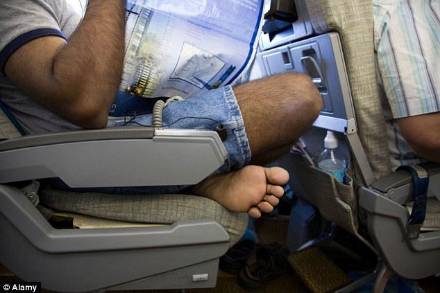 Tiếp viên hàng không chia sẻ những điều du khách không nên làm khi đi máy bay - Ảnh 7.
