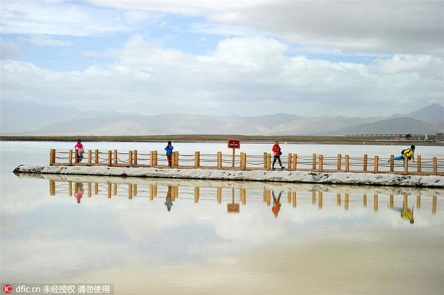 Hồ nước mặn Chaka - Tấm gương của bầu trời - Ảnh 8.