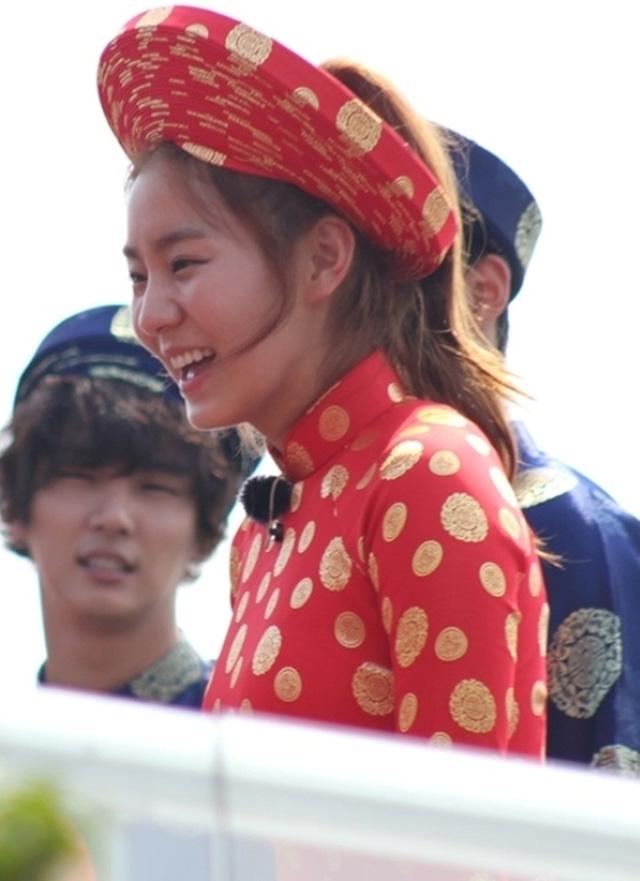 Khi sao quốc tế thể hiện tình yêu với tà áo dài Việt - Ảnh 8.
