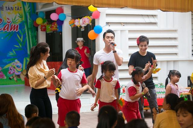Chi Pu đón Trung thu cùng 150 trẻ khuyết tật - Ảnh 8.