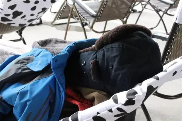 Thi... nằm ngủ ngoài trời lạnh, nhận phần thưởng đi du lịch - Ảnh 8.