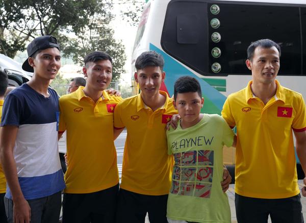 ĐT Futsal Việt Nam rạng rỡ đi shopping sau khi vượt qua vòng bảng World Cup - Ảnh 7.