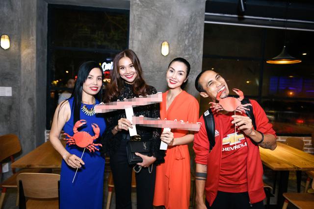 """Dàn sao Việt """"lội nước"""" đến chúc mừng vợ chồng Tăng Thanh Hà - Ảnh 9."""