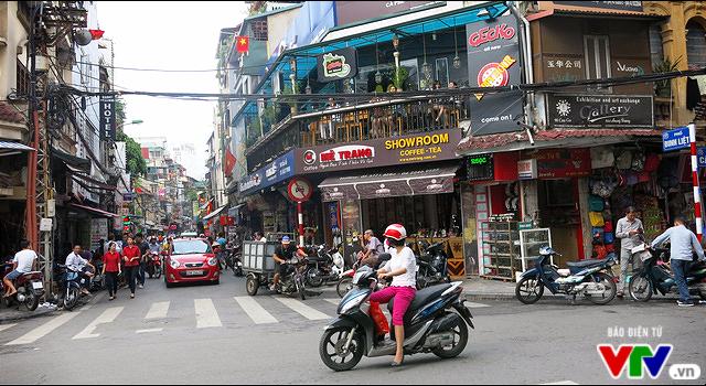 Mở rộng phố đi bộ Hà Nội: Người dân kêu bất tiện, hộ kinh doanh than ế - Ảnh 1.