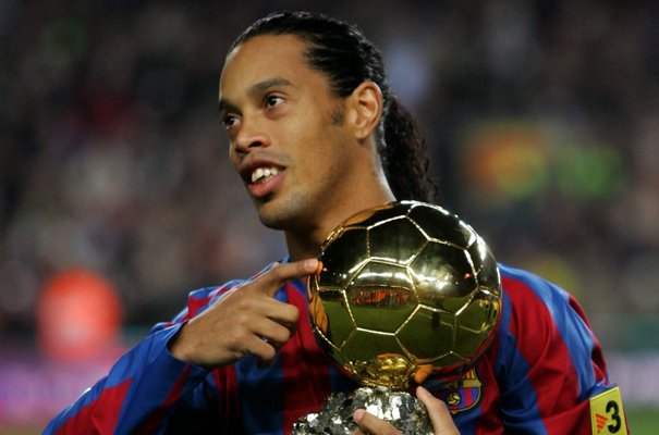 """Barcelona tái """"kí hợp đồng"""" với Ronaldinho - Ảnh 1."""