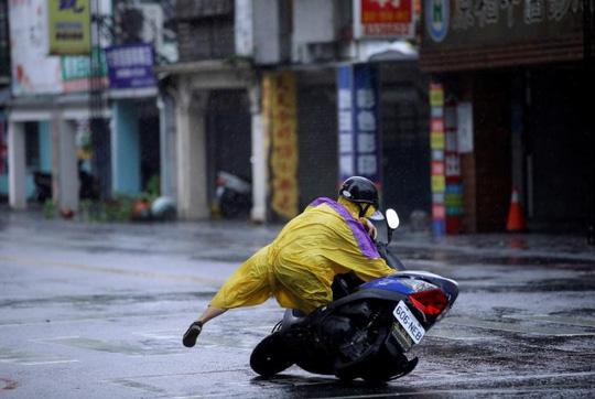 Đài Loan (Trung Quốc): Bão Megi khiến 4 người thiệt mạng, hơn 250 người bị thương - Ảnh 1.