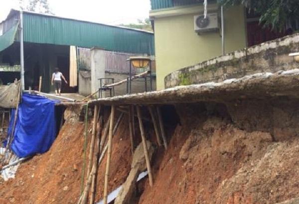Sau mưa lũ, 20 hộ dân ở Nghệ An sạt lở nghiêm trọng - Ảnh 4.