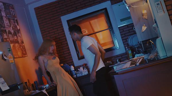 Bị tuýt còi, Hương Giang Idol tiếc nuối bỏ 50% cảnh nóng trong MV mới - Ảnh 1.
