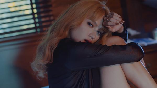 Bị tuýt còi, Hương Giang Idol tiếc nuối bỏ 50% cảnh nóng trong MV mới - Ảnh 4.