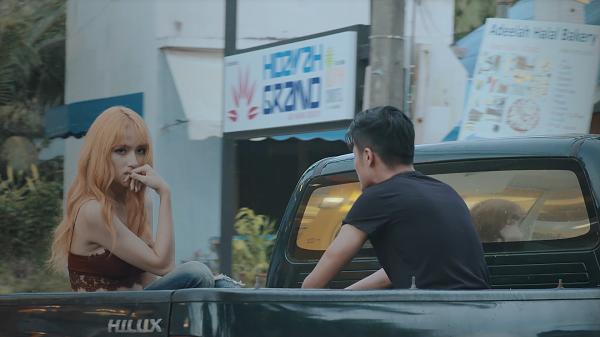 Bị tuýt còi, Hương Giang Idol tiếc nuối bỏ 50% cảnh nóng trong MV mới - Ảnh 2.