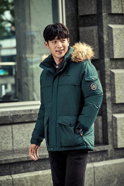 Đối thủ của Kang Tae Oh cực ngầu trong loạt ảnh mới - Ảnh 3.