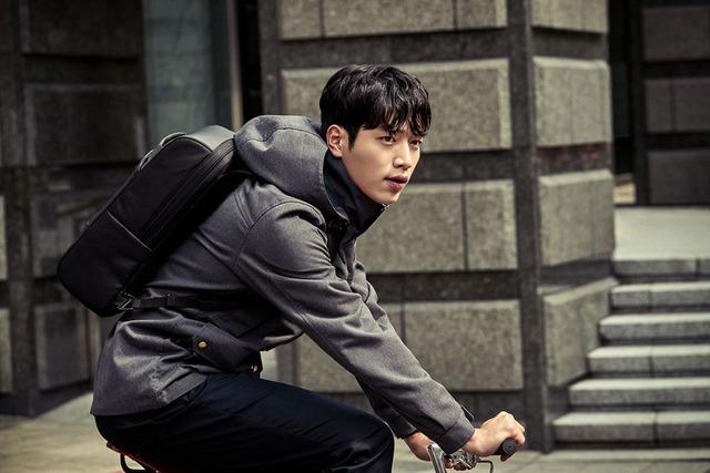 Đối thủ của Kang Tae Oh cực ngầu trong loạt ảnh mới - Ảnh 4.