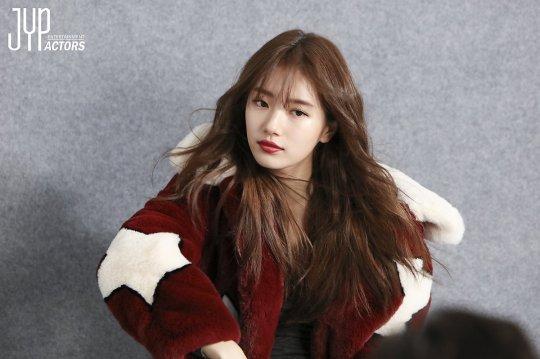 Kể cả trong ảnh hậu trường, Suzy vẫn long lanh như thế này - Ảnh 3.