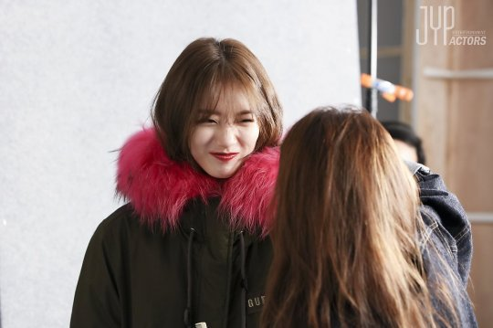 Kể cả trong ảnh hậu trường, Suzy vẫn long lanh như thế này - Ảnh 5.