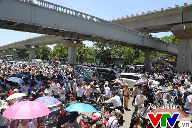 Hà Nội chưa thể cấm xe máy trong nội đô từ năm 2025 - Ảnh 1.