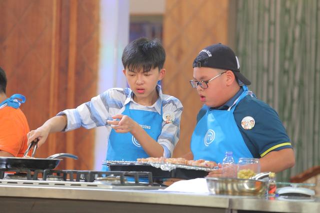 Giọng hát Việt nhí bước vào chung kết, Vua đầu bếp nhí xảy ra căng thẳng - Ảnh 7.