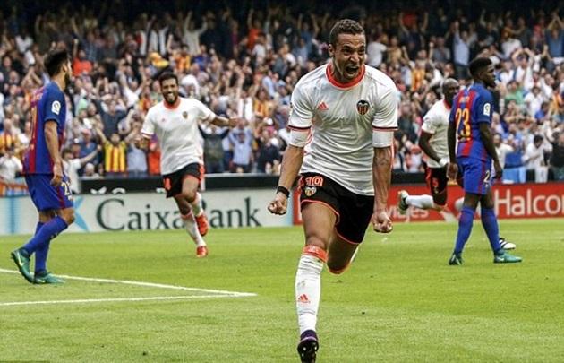 Vòng 9 La Liga: Valencia 2 - 3 Barcelona: Cuộc rượt đuổi nghẹt thở - Ảnh 3.