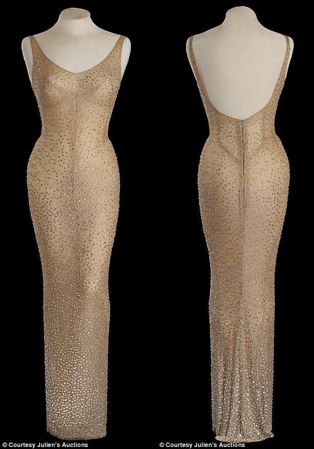 Váy Marilyn Monroe diện sinh nhật Tổng thống Mỹ đạt giá kỷ lục 4,8 triệu USD - Ảnh 1.