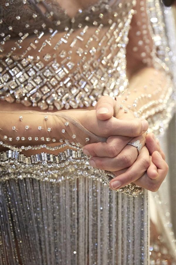 Sau thiết kế triệu đô, Victoria Secret tiết lộ bộ đồ gắn 450.00 viên pha lê - Ảnh 4.