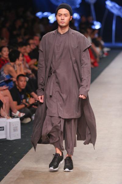 """Soái ca"""" của Tuần lễ thời trang quốc tế Việt Nam đã trở lại - Ảnh 2."""