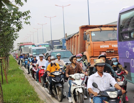Tai nạn liên hoàn trên Xa lộ Hà Nội (TP.HCM) - Ảnh 2.