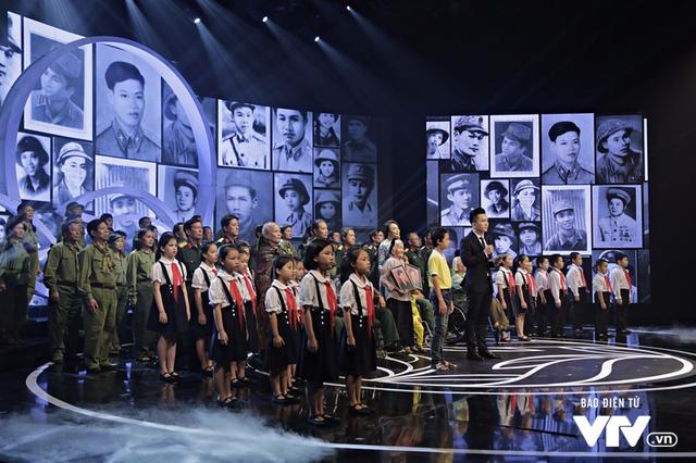 Dàn nghệ sĩ hòa vang tiếng ca hào sảng trong Gala Cặp lá yêu thương 27/7 - Ảnh 1.
