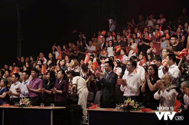 Dàn nghệ sĩ hòa vang tiếng ca hào sảng trong Gala Cặp lá yêu thương 27/7 - Ảnh 8.