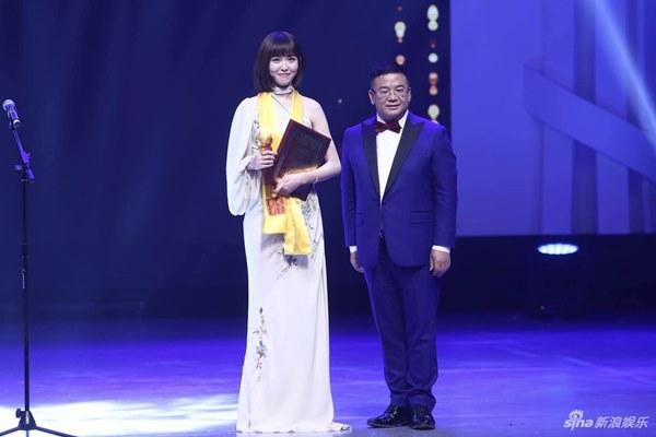 Đường Yên vượt mặt đàn chị tỏa sáng tại lễ trao giải Hoa đỉnh lần thứ 22 - Ảnh 1.