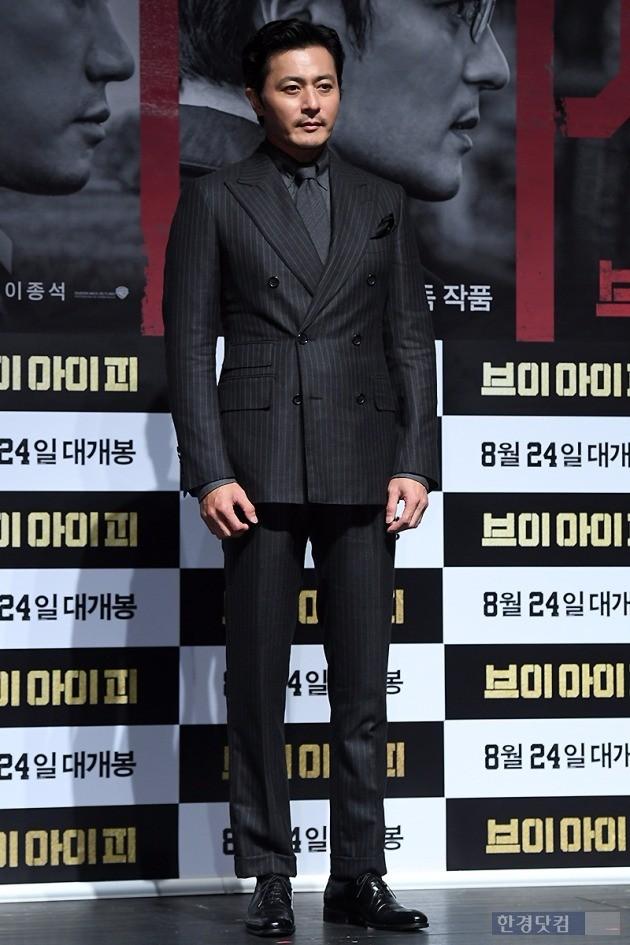 Quý ông U50 Jang Dong Gun khoe vẻ lịch lãm, đánh bật đàn em Lee Jong Suk - Ảnh 1.