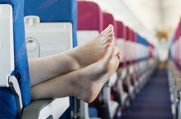 Những kiểu người ai cũng hết hồn trên mỗi chuyến bay - Ảnh 1.