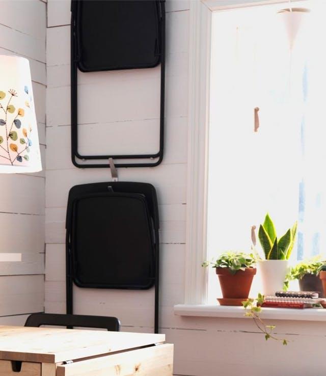 Trang trí tường nhà vừa ấn tượng vừa tiện dụng trong không gian nhỏ - Ảnh 2.