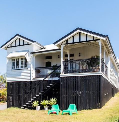 Ngắm căn nhà hiện đại nhiều màu sắc giữa vùng thôn quê - Ảnh 1.