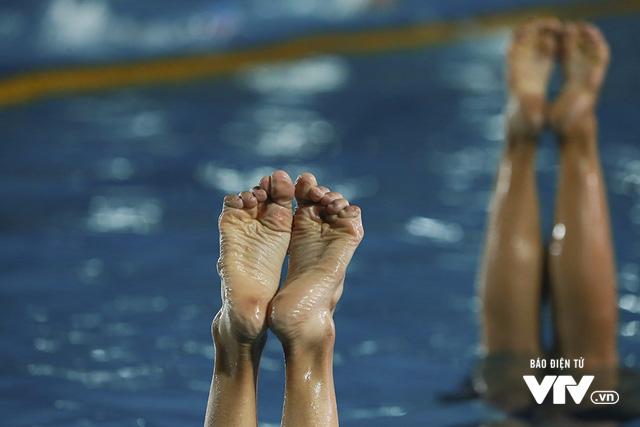 Tập ở hồ bơi công cộng, ĐT Bơi nghệ thuật Việt Nam đặt mục tiêu HCĐ SEA Games 29 - Ảnh 12.