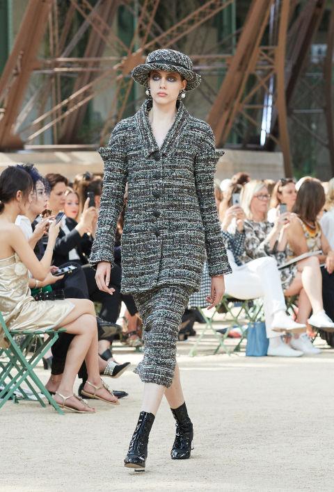 Chanel mang tháp Eiffel lên sàn diễn thời trang cao cấp - Ảnh 21.