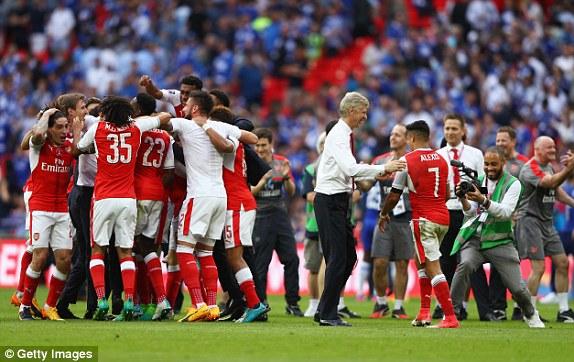 Những hình ảnh đáng nhớ trong ngày đăng quang FA Cup thứ 13 của Arsenal - Ảnh 14.