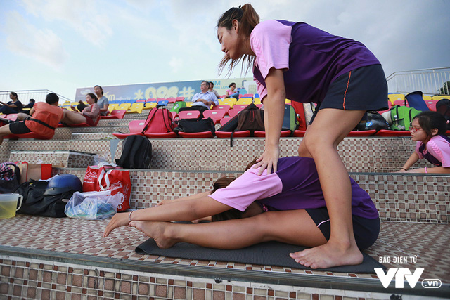 Tập ở hồ bơi công cộng, ĐT Bơi nghệ thuật Việt Nam đặt mục tiêu HCĐ SEA Games 29 - Ảnh 2.