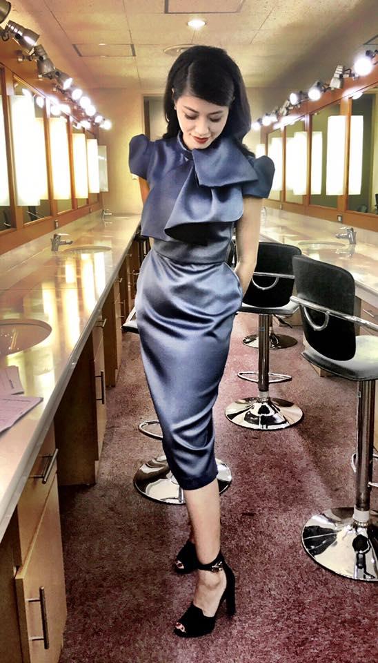 Đây là lý do BTV Ngọc Trinh ít diện váy với giày cao gót - Ảnh 2.