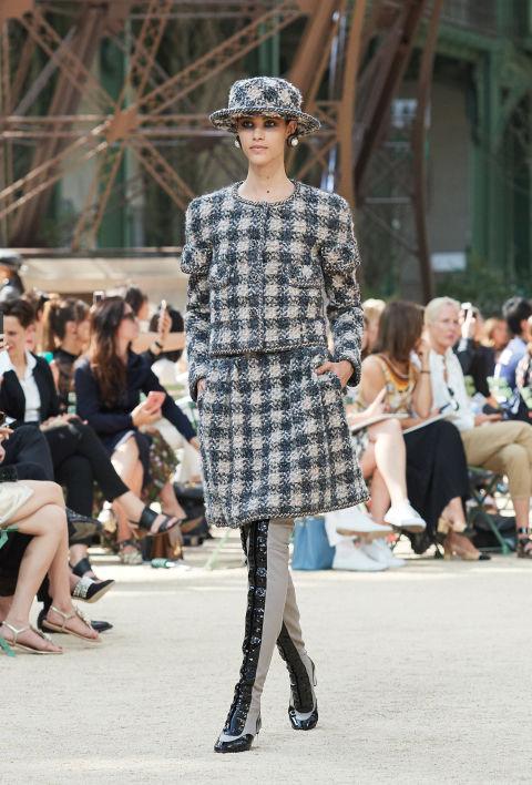 Chanel mang tháp Eiffel lên sàn diễn thời trang cao cấp - Ảnh 17.